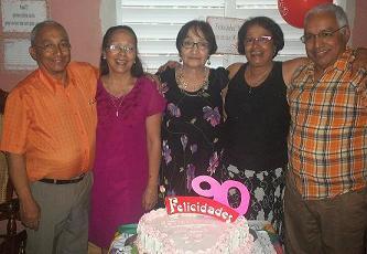 Sencilla mujer cubana cumple 90